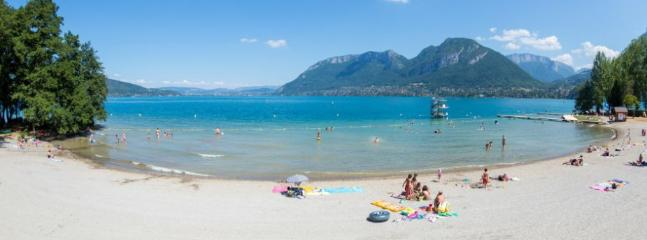 La plage de Saint Jorioz. Surveillée pendant l'été. Très agréable, idéal pour les enfants...
