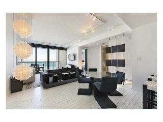 W South Beach 1 Bdrm Ocean View full kitchen & Den