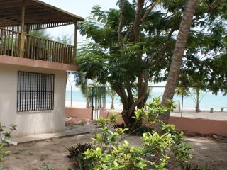 San Juan Area 4 bdrm Beach House with Free Fall Night or Car deal