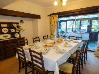 GREENACRES COTTAGE, character, en-suites, WiFi, woodburning stove