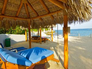 Huatulco Paradise with Direct Beach Access, Crucecita