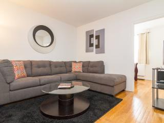 Time Square/ Beautiful 2BR/1BA Sleep 6, New York City