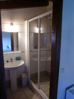 Habitación 3: Cama doble King + cuarto de baño privado