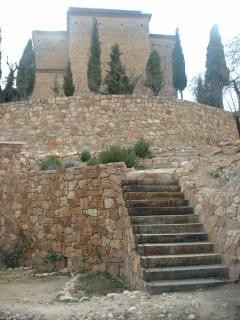 Escalera de acceso de una terraza a otra