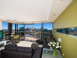 Two Bedroom Unit on the 7TH Floor with Pool & Gym, Brisbane
