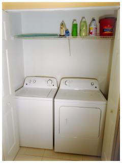 Laundry / Laveuse et sécheuse