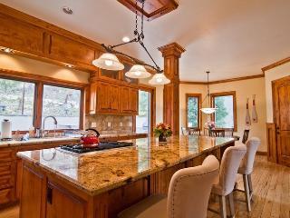 Luxurious, High-End Retreat Will Rejuvenate You!, Lake Arrowhead
