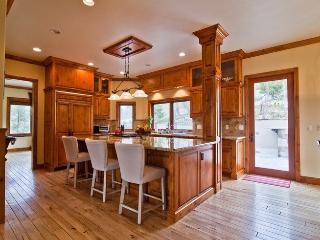 Luxurious, 5-Star Retreat With Hot Tub & Billiards, Lake Arrowhead