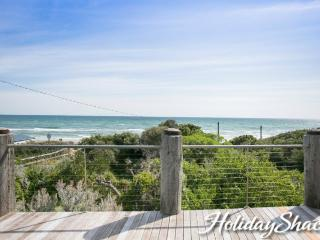 Anchor Beachfront Retreat - Luxury Retreat on the beach, stunning water views An