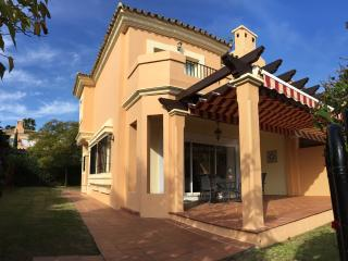 Semidetached house in Alcaidesa near golf