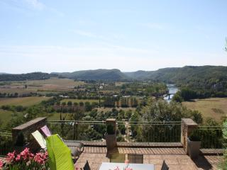 HAUTS DE BEYNAC: SUPERIOR STONE PROPERTY WITH THEATRAL VIEWS OVER THE RIVER