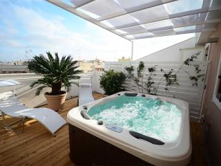 Suite 54: penthouse with terrace and mini pool, Polignano a Mare