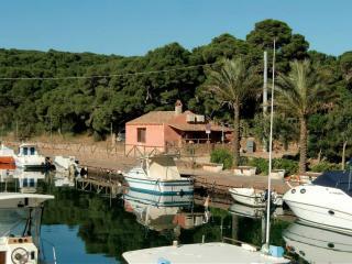 villa sul mare con approdo, Porto Pino