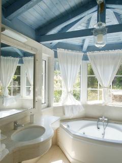 Jaccuzi bath-bedroom 2