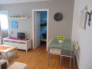 Apartment close to the beach perfect for 4 people. Central location, air con.