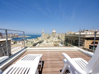Sea View Stylish Aprt - 2 BR, La Valletta