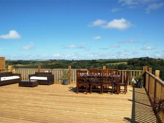 Cottage where old meets new with large 6 person hot tub, Bideford