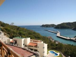 4 Bedroom Condo with Ocean Views, Huatulco