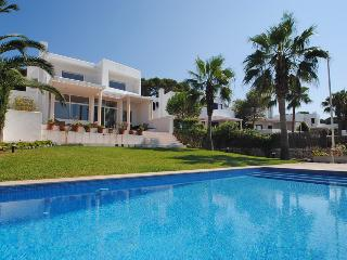 Water front villa with private pool, Cala d'Or