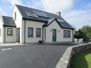 COSY MODERN COTTAGE IN WATERVILLE ON RING OF KERRY, Waterville