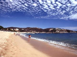 2 Bedroom Condo with Pool & Beach Club, Huatulco