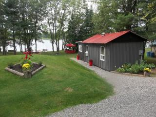 Beautiful cabin and trailer for rent, Golden Lake