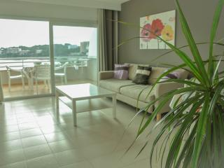 NINA'S MAGALUF BEACH APARTMENT, Magaluf