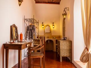 Beautiful Terrace Room in DAR DAISY Queen size Bed, Essaouira
