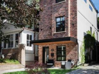 Large 3 Story, 3 Bedroom, 3 Bathroom Loft Home, Toronto