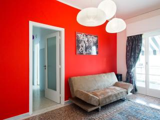 BRIGHT AND STYLISH WITH VIEW TO THE ACROPOLIS, Athènes