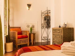 Beautiful Orange Room in Dar DAISY (Essaouira)