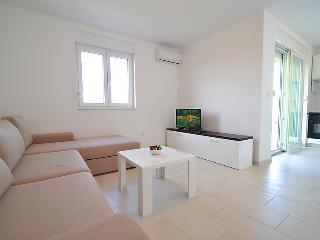 Apartments Juhart 1.1., Nin