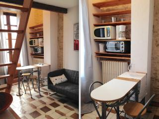 Studio Mezzanine  10 min from La Comedie