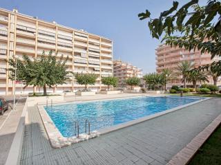 Ref 117.- Amplio apartamento cerca de la playa con piscinas y pkg comunitario