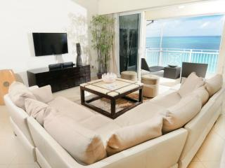 7 mile Luxury Condo with incredible views!, George Town