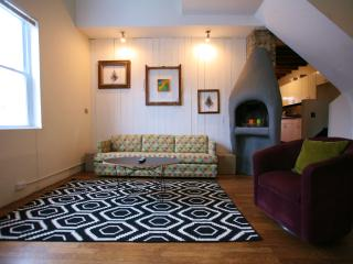 Artistic 2bed in Lincoln Park. Steps to all., Chicago