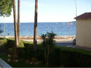 1 bedroom, 4 guests, very close to beach., Cannes