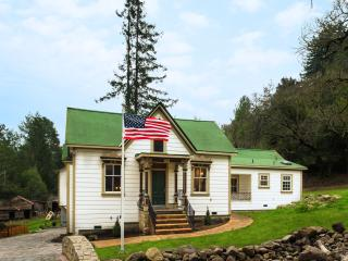 Unique Historic Home with Secret Passageway, Sebastopol