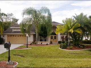 4 BR Pool/Spa/Lake Villa, Eagle Ridge, Fort Myers