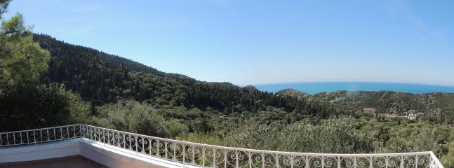 Panoramic sea & mountain views