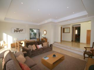 5* VILLA IN WONDERFUL LOCATION -October discount prices.