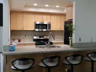 REMODEL 1.5 Blocks from BEACH and 2 blocks from MAIN St/HB Pier.