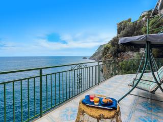 The Sun: terrific Villa by the sea, Amalfi Coast, Praiano