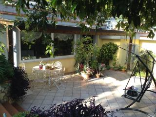Cosy downtown flat with garden AUGUST OFFER, Formia