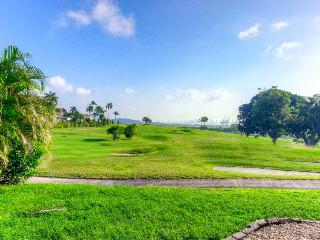 Free golf, pools, amazing views at this lovely resort condo, Panama City