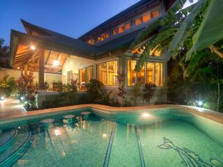 LUXURY, BRAND NEW SECURE HOME CLOSE TO THE SURF, Nosara