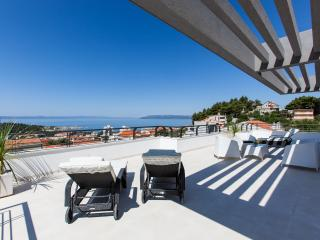 Villa Palladium, new villa with penthouse and pool, Makarska