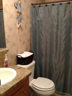 2nd Bathroom with Tub/Shower combination