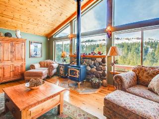 A gorgeous mountain view deck & access to a shared pool, hot tub, and gym!