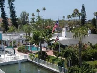Waterfront Dock Pool Capt's & Boat House Sleeps 16, St. Pete Beach